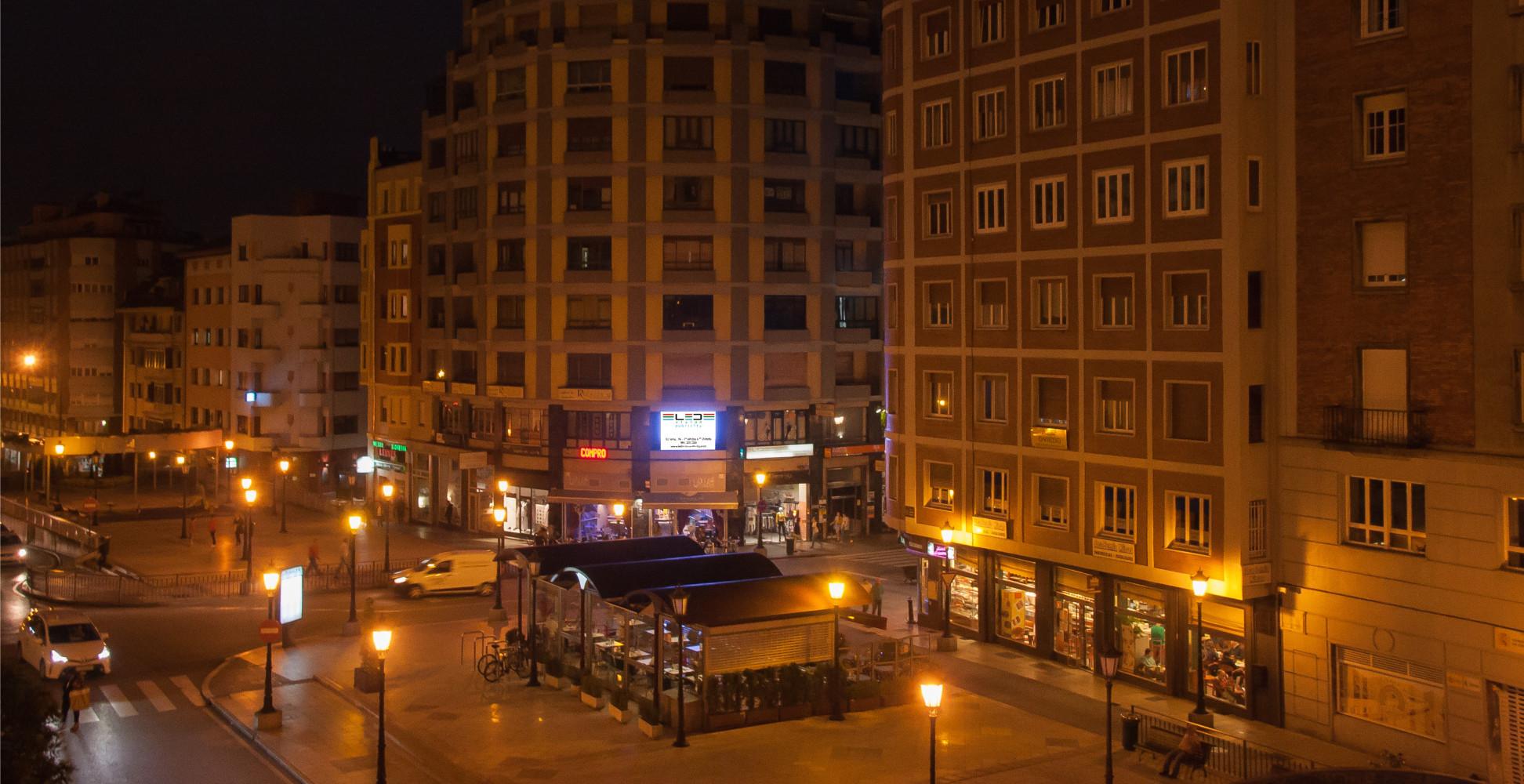 calle-uria-nocturna-portada
